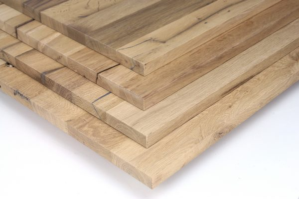 Maßgefertigte Tischplatte aus Eiche Altholz lackiert, geschliffen oder gebürstet