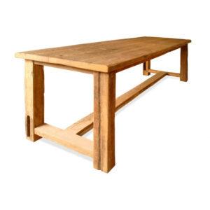 Tische und Tafeln aus altem Eichenholz