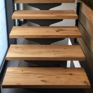 Treppenstufen mit gehobelter Oberfläche